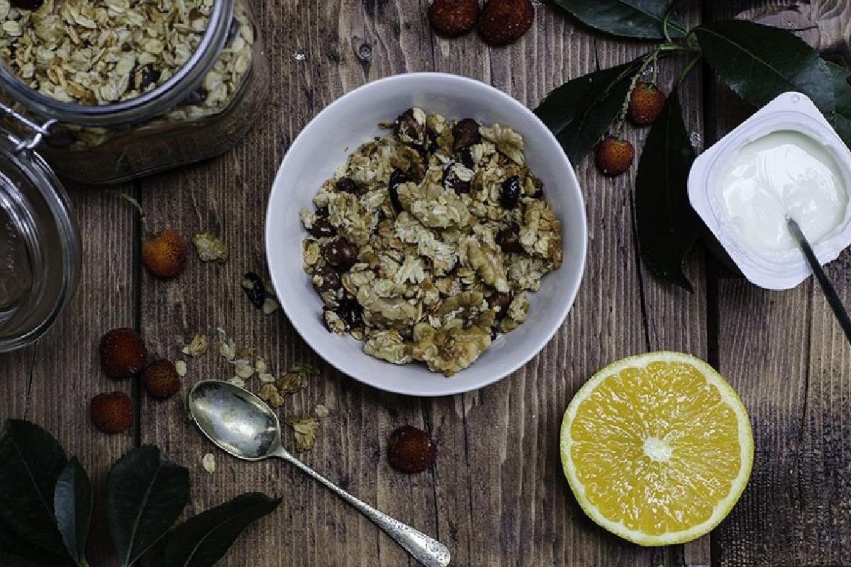 granola con avena y fruta