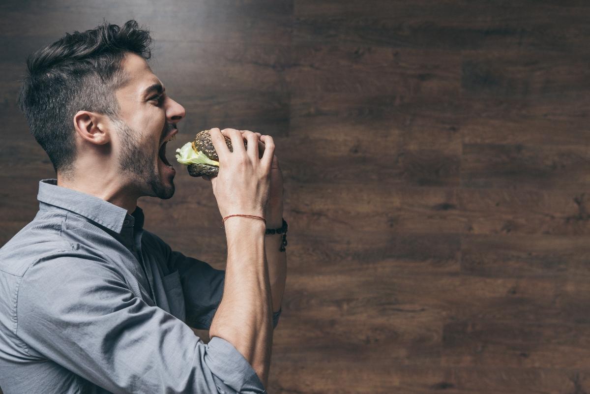 cómo desinflar tu barriga: tómate tu tiempo para comer