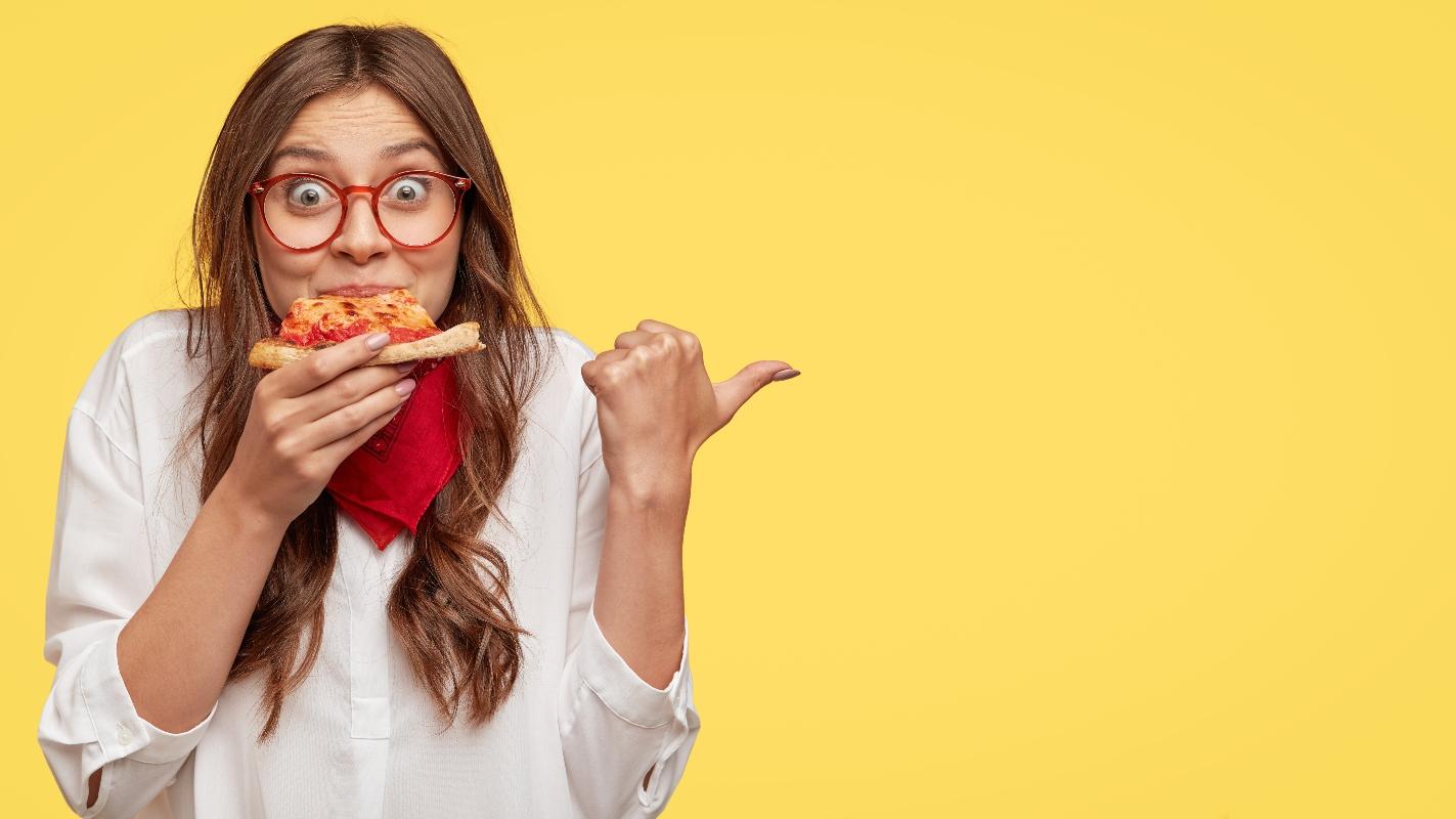 cómo desinflar el vientre: masticar lentamente