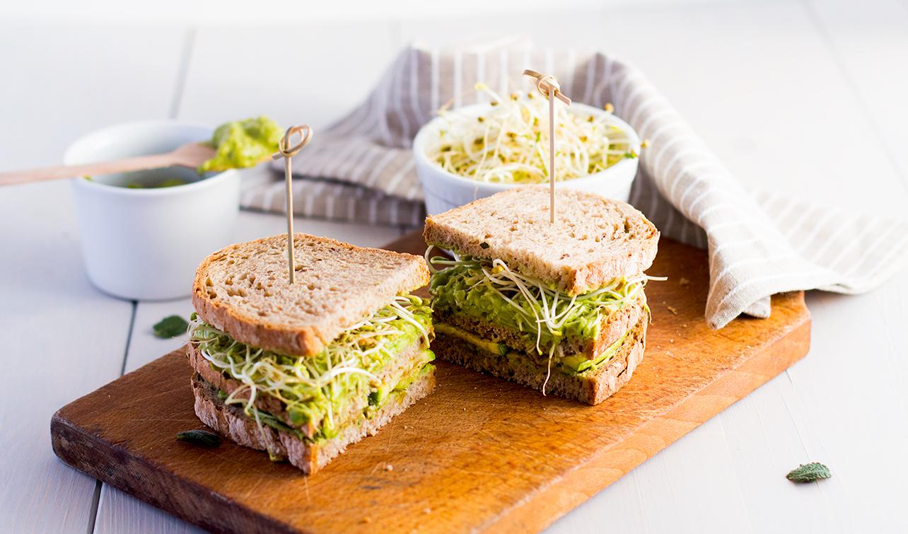 Sándwich integral con guacamole y comino