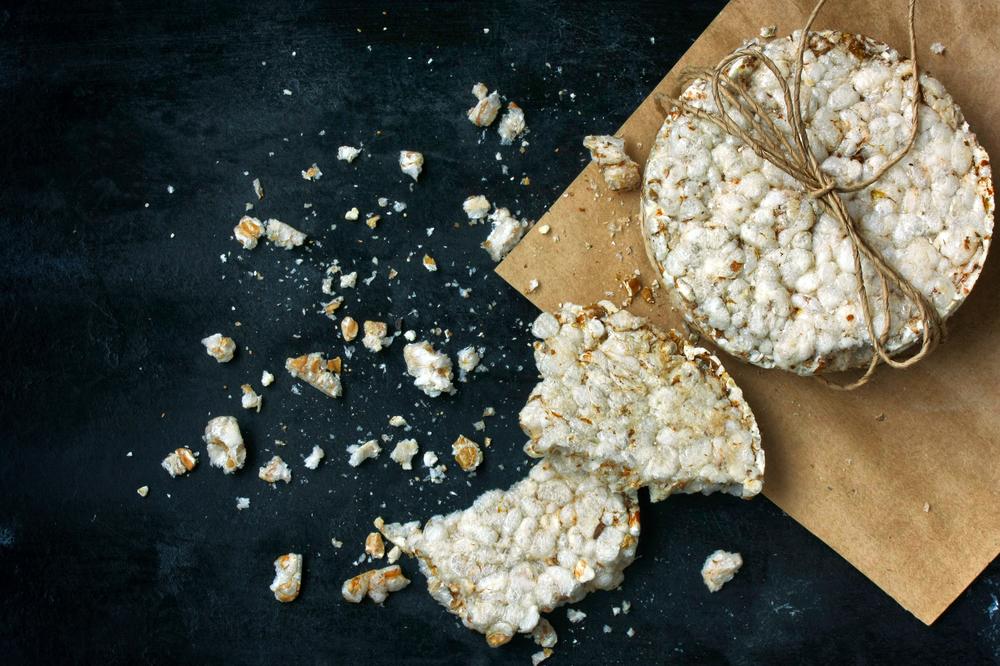 ¿Los pasteles de arroz y maíz son realmente tan dietéticos?