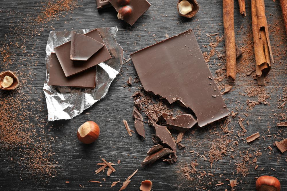 alimentos ricos en magnesio: chocolate negro