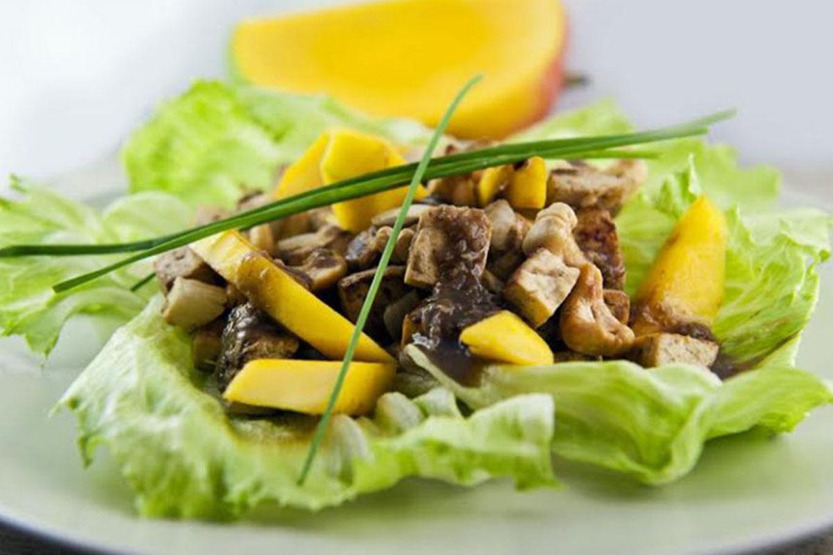 anacardos: salteados con tofu, mango y jengibre