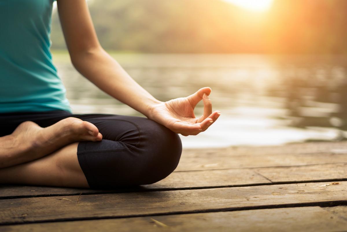 vientre hinchado, posiciones de yoga