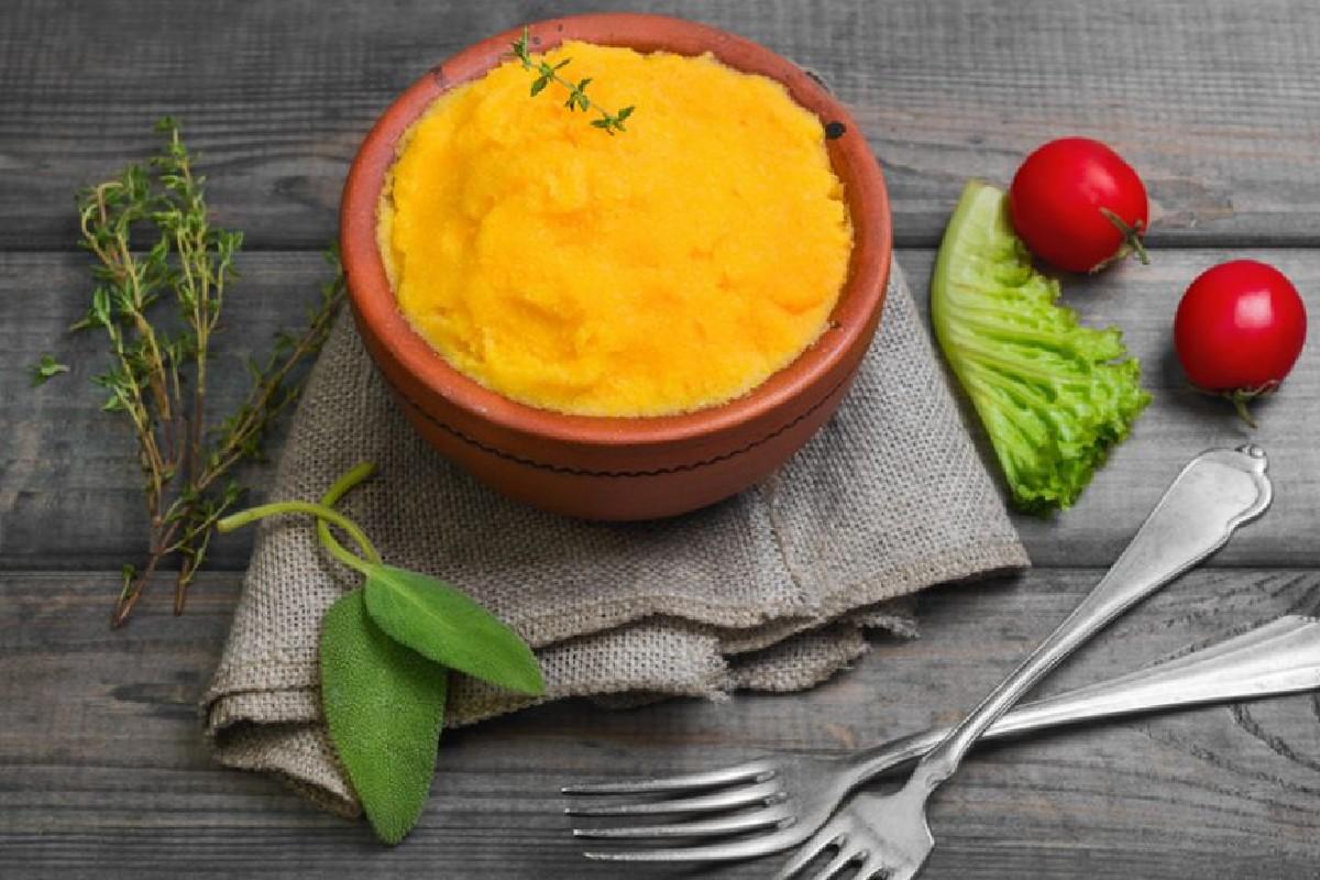 polenta con zanahorias y repollo