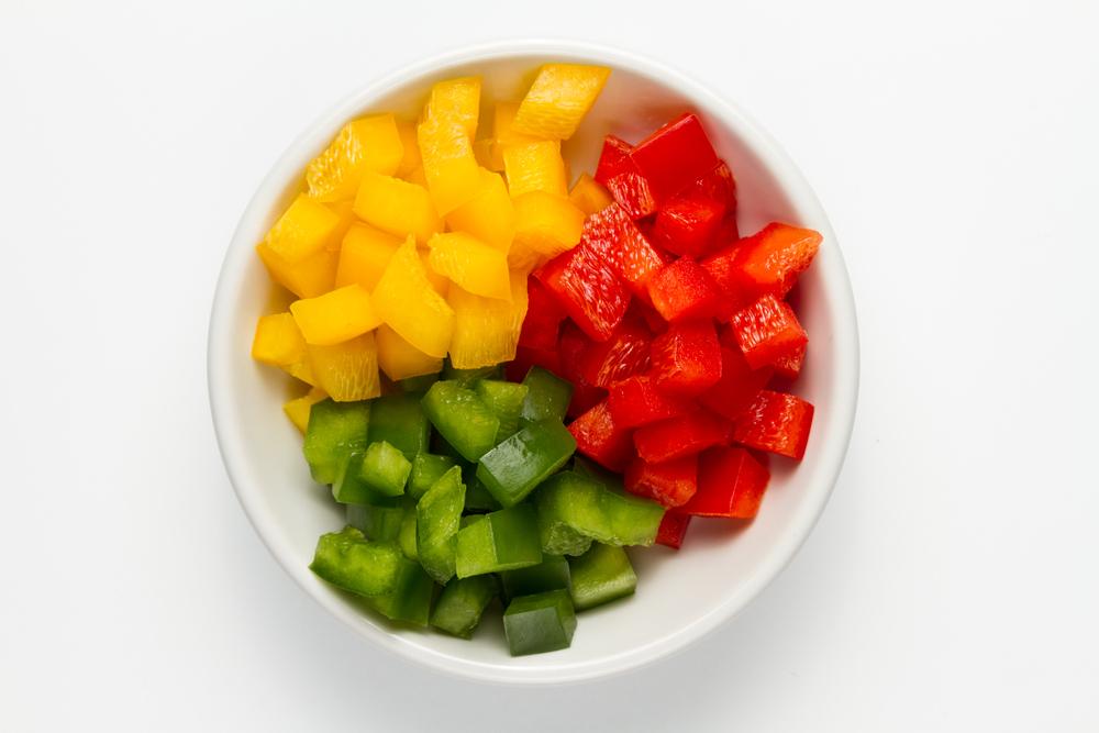 Descubre los principales cortes de verduras: una ensalada de frutas.