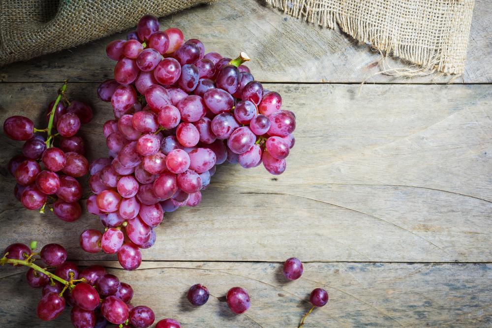 frutas y verduras de temporada: uvas