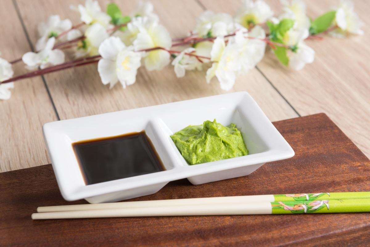 wasabi y salsa de soja